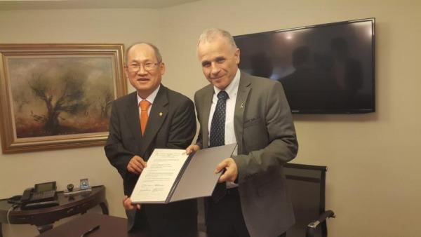 חתימה על ההסכם עם אוניברסיטת Sungkyunkwan